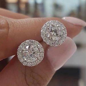 Jewelry - - SALE 🔥 EARING IN SILVER & ZIRCON